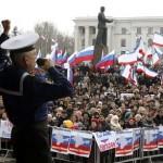 Des-manifestants-pro-russes-en-Crimee-dimanche-9-mars_scalewidth_460