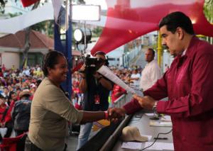 Venez Maduro remet titre propriété terres